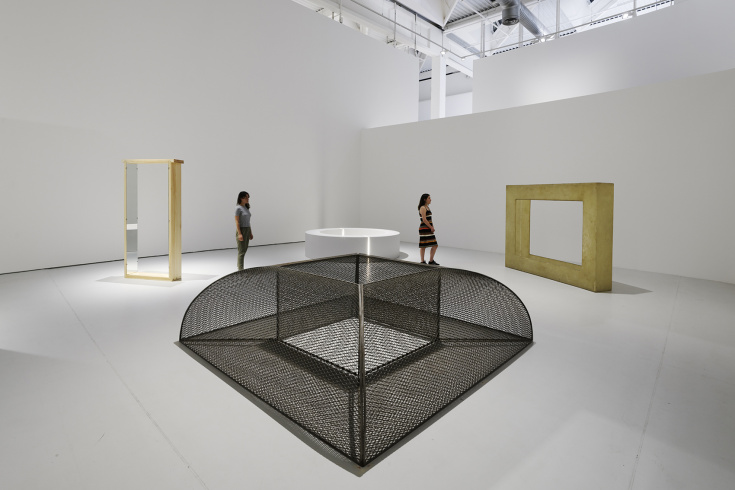 "Robert Morris, from l. to r.: foreground: ""Untitled (Quarter-Round Mesh)"", 1967-1968; background: ""Untitled (Pine Portal with Mirrors)"", 1961-1978; ""Untitled (Ring with Light)"", 1965-1966; ""Untitled (Fiberglass Frame)"", 1968"