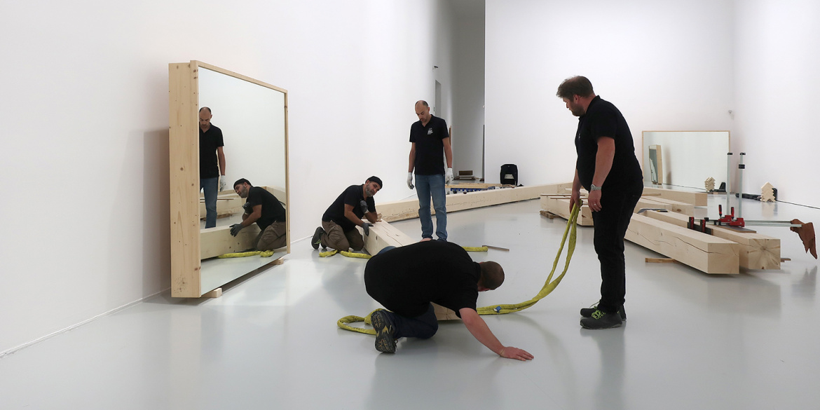 "Installation d'""Untitled (Portland Mirrors)"""